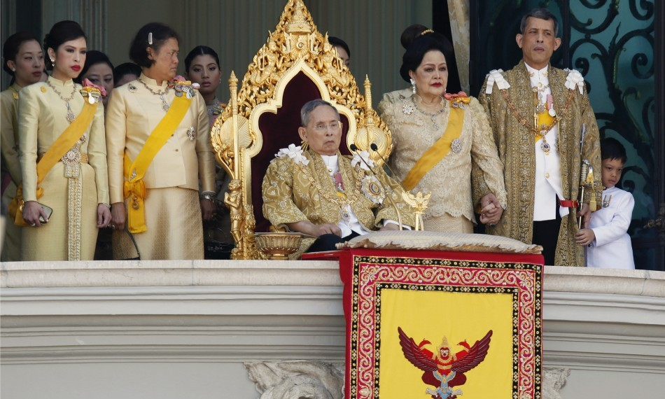 King Bhumibol gives his birthday speech, flanked by his wife and children, December 2011