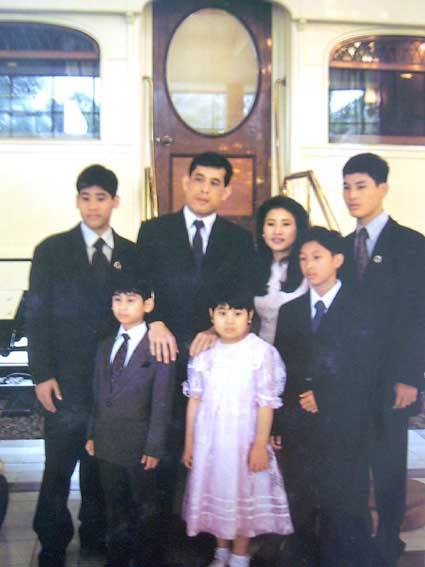 Vajiralongkorn, Yuvathida and family, early 1990s